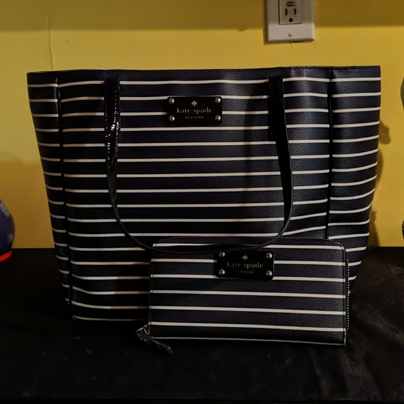 kate spade Handbags - Kate Spade Tote NavyBlue w/White Stripes w/ wallet